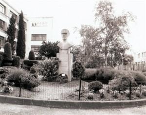 Francoise-Dissart-Memorial1-300x237