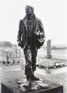 Line-Crossing-Memorial-at-Lage-Zwaluwe1